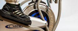 Jsou eliptické stroje pro základní aerobní cvičení lepší než běžecké trenažéry?
